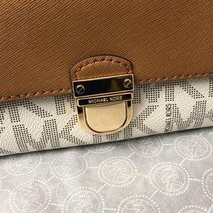 0404639dd36e Michael Kors Bags - Michael Kors Bridgette Saffiano Leather PVC Wallet